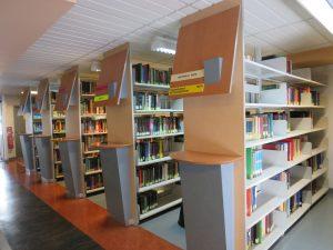 Rayonnage de la bibliothèque